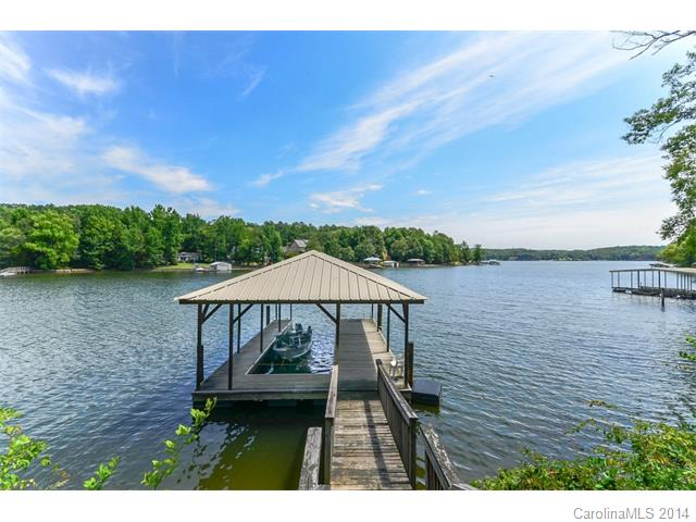 Single Family Home for Sale, ListingId:29081340, location: 7032 Brookview Drive # 22-A Lake Wylie 29710